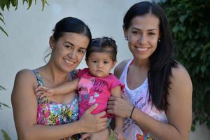16092017 POSAN PARA LA FOTO.  Erika, Emma y Rocío.