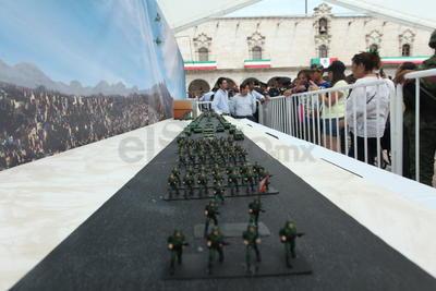 Sin duda, espectacular la representación a escala del desfile.
