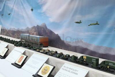 Para la representación a escala del desfile se incluyeron algunas piezas de aeronaves, a fin de ofrecer un panorama más completo.