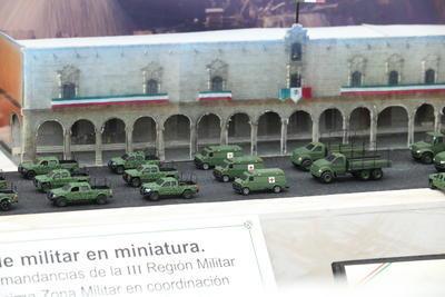 En la muestra había réplicas de los diferentes tipos de vehículos empleados por los militares.