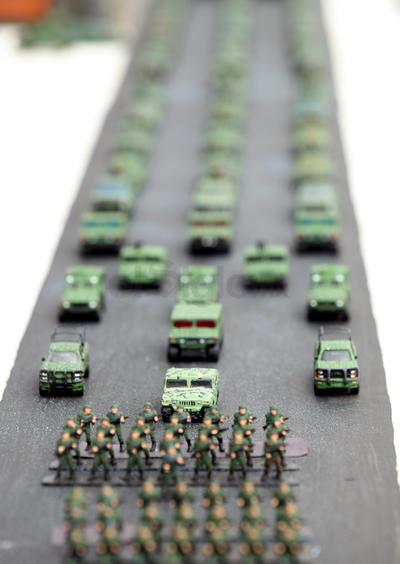 Llamó la atención de los asistentes que también se representaron las formaciones del desfile.