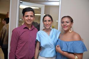 Oswaldo García, Mariana García y Sanjuana Salinas