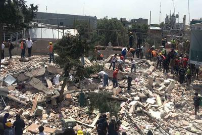 El Sismológico Nacional informó que el sismo registrado a las 13:14 horas tuvo epicentro 7 km al oeste de Chiautla de Tapia, Puebla. Minutos más tarde modificó a 7.1 grados a 12 kilómetros al sureste de Axochiapan, Morelos.