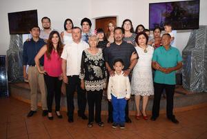 20092017 FESTEJA SU CUMPLEAñOS.  Margarita Rodríguez acompañada de sus hermanas, hijos y nietos en su celebración por sus 80 años de vida.