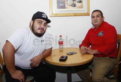 Luis Romo y su hijo.