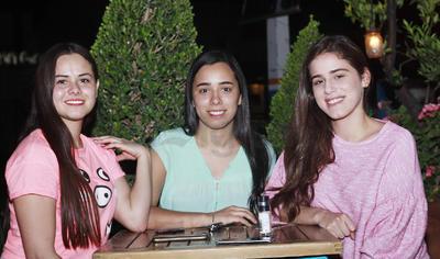 -Karla, Sofía y Dalia.