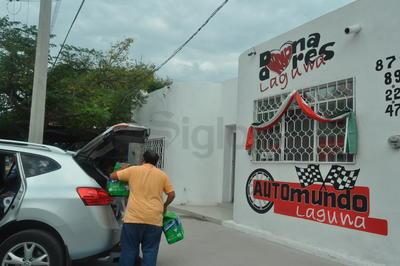 Buena respuesta registró el centro de acopio acondicionado por parte de Donadores Laguna organismo que se coordinará con la Cruz Roja Torreón, para la selección y empaquetado de lo recibido por parte de la ciudadanía.