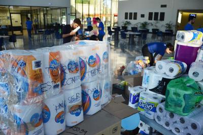 A esa hora se abrió el Centro de Acopio instalado por el Ayuntamiento de Torreón para recibir los donativos de los ciudadanos.