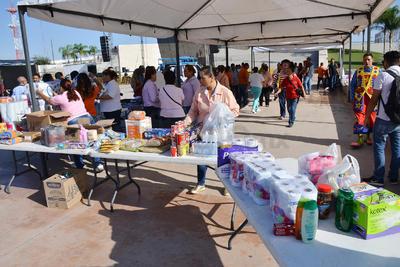 Desde antes de las 10 de la mañana a la explanada de la Plaza Mayor empezaron a llegar los donativos