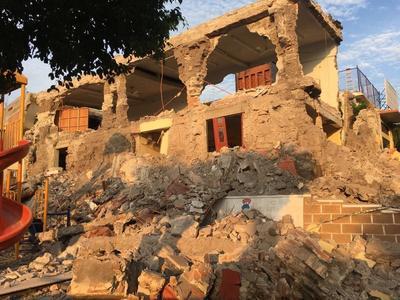 Los restos de un edificio en ruinas como consecuencia del temblor.