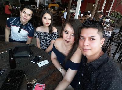Luis, Sofía, Fer y Daniel.
