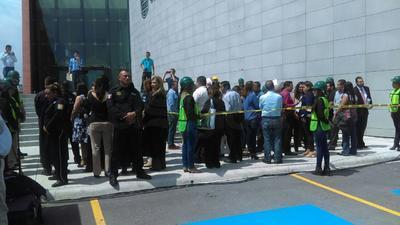 En el simulacro participaron 47 elementos de las diferentes brigadas de Protección Civil, mientras se realizaban cinco audiencias reales.