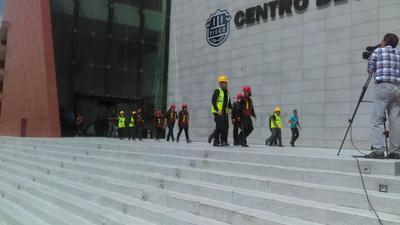 En el marco de la conmemoración del Día Nacional de Protección Civil, se llevó a cabo el primer simulacro de incendio en las instalaciones del Centro de Justicia Penal en Saltillo, en el cual fueron representadas labores de reanimación de personas y resguardo de los imputados.