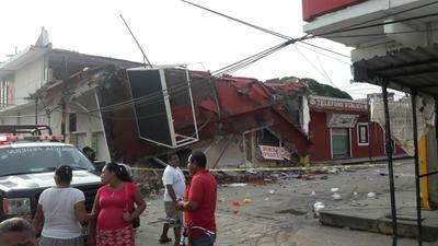 En Juchitán, Oaxaca, se vinieron abajo edificios que resultaron dañados tras el sismo del 7 de septiembre.