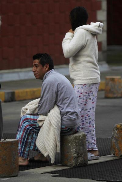 Aún en pijamas, salieron a las calles.