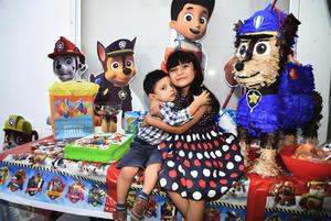 23092017 DOS AñOS DE VIDA.  Claudio Rivas Martínez fue agasajado con una divertida fiesta que le organizaron sus papás, Alejandro Rivas y Claudia Martínez, por su cumpleaños. En la imagen, lo acompaña su hermanita, Luciana.