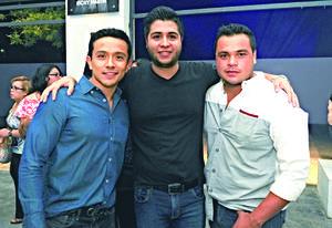 23092017 ENTRE AMIGOS.  Paul, Luis y Franco.