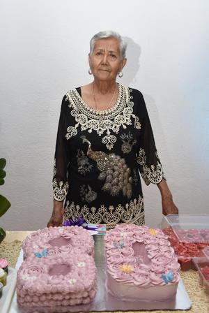 23092017 FELIZ CUMPLEAñOS.  Laura, Sonia, Laura, Alma R. y Alma Yaneth acompañaron a Patricia Vázquez Amador en su festejo.