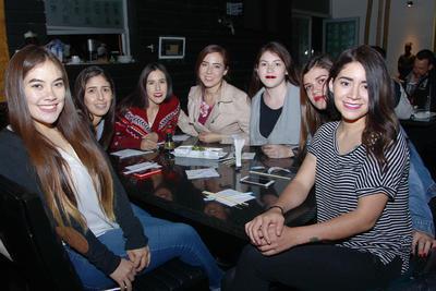 Aleydis, Vanesa, Frida, Andrea, Vero, Paulina y Karolina.