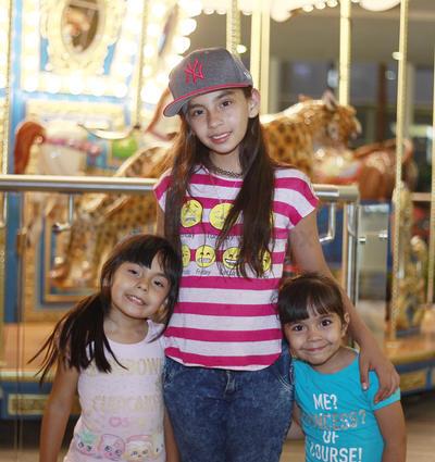 Joselyn, Alejandra y Daniela.