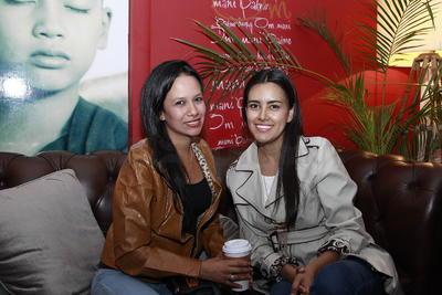 Edith Nava y Karla Sariñana.