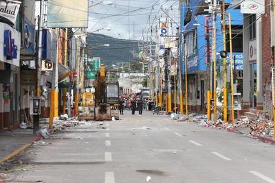 Al menos 15 máquinas pesadas entraron a la colonia Emiliano Zapata y al centro del municipio, donde la afectación es mayor.