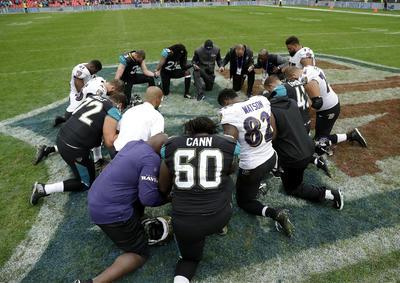 Los jugadores de los Ravens y Jaguars, entrenadores al igual que los dueños se unieron en contra de los últimos comentarios que ha realizado el mandatario estadounidense a Kaepernick y la NFL.