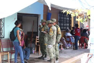 Los efectivos militares, pobladores y brigadistas voluntarios son los que realizan las labores.