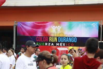 Color Run Durango, carrera de convivencia organizada por el Infonavit, en donde cientos de corredores disfrutaron de su deporte favorito y de una lluvia de arcoíris en polvo.