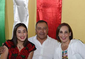 Erick Sotomayor Ruiz  CUMPLEAÑOS SRA DOLORES NAZER DE TORRES. Nadia,Marcos y Gaby.