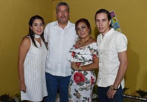 Erick Sotomayor Ruiz  CUMPLEAÑOS SRA DOLORES NAZER DE TORRES. Maymis,Jaime,Valeria y Valente.