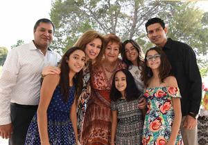 Erick Sotomayor Ruiz  CUMPLEAÑOS JUANA MARIA ENRIQUEZ MESTAS. Acompañada de sus hijos y nietos.