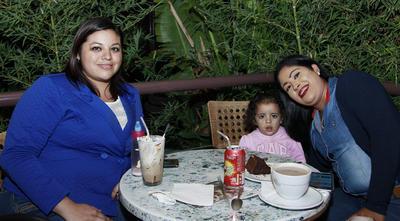 Mónica, Regina y Patricia.