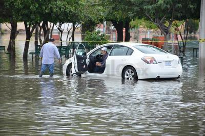 Autos se quedaron varados en las calles de Provitec.