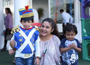 27092017 EVENTO ESCOLAR.  Judith con José Bernabé y Caleb.