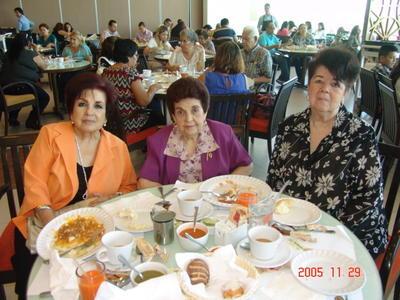 28092017 Yola, Mary y María Teresa
