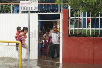 Los planteles educativos registraron inundaciones.