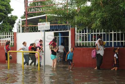 Escuelas sufrieron a causa de las lluvias.