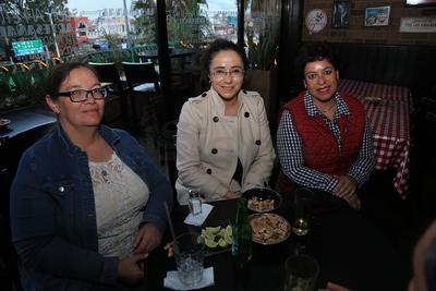 Claudia, Blanca y Rebeca.