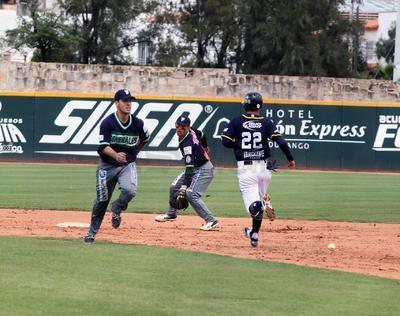 El ataque lo comenzó Fernando Rodríguez con un sencillo.