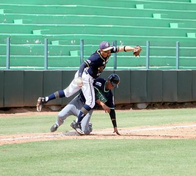 Los Generales de Durango mostraron garra y entrega en el partido inaugural de la Liga Mayor de Béisbol de La Laguna al derrotar 3-2 a Rieleros de San Pedro.