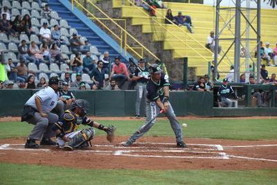 Irving Ruiz conectó imparable profundo al jardín izquierdo para llevar a Vega a la registradora y darle la victoria a Generales en el duelo inaugural de la Liga Mayor de Béisbol de La Laguna.