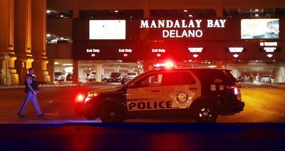 Después de establecer que el atacante se encontraba en el piso 32 del hotel Mandalay Bay, un equipo de la unidad de elite de la policía SWAT acudió al lugar y lo abatió, explicó Lombardo.