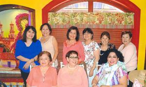 01102017 CELEBRA UN AñO MáS DE VIDA.  Ma. Elena, Mayela, Gloria, Cecilia, Alicia, Chelita, Marce, Socorro y Lety en su cumpleaños.