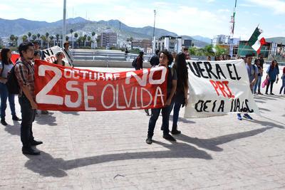Se expresaron en contra del Partido Revolucionario Institucional y la misma universidad.