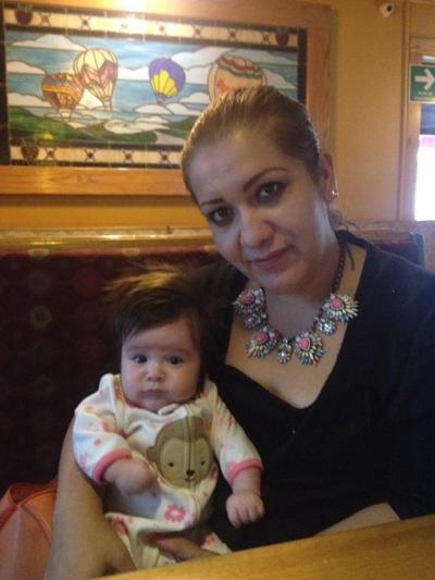 04102017 Alejandra con su pequeña Victoria.