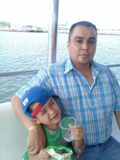 04102017 Francisco con su hijo Paquito.