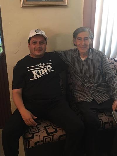 05102017 Evaristo con su papá, Arturo.