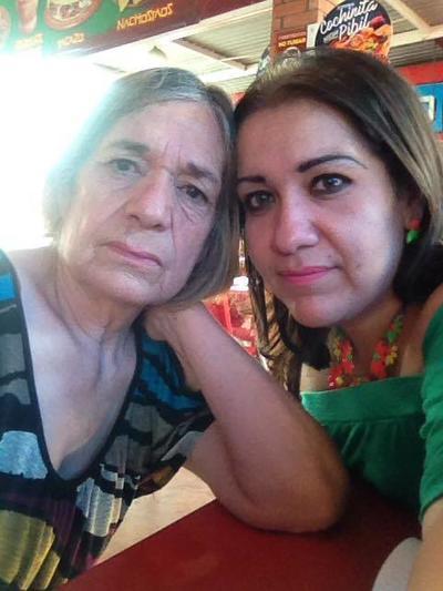 05102017 Hortensia y su hija, Alejandra.