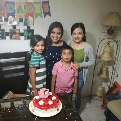 05102017  Karen, Andrea, Camila y Paquito.